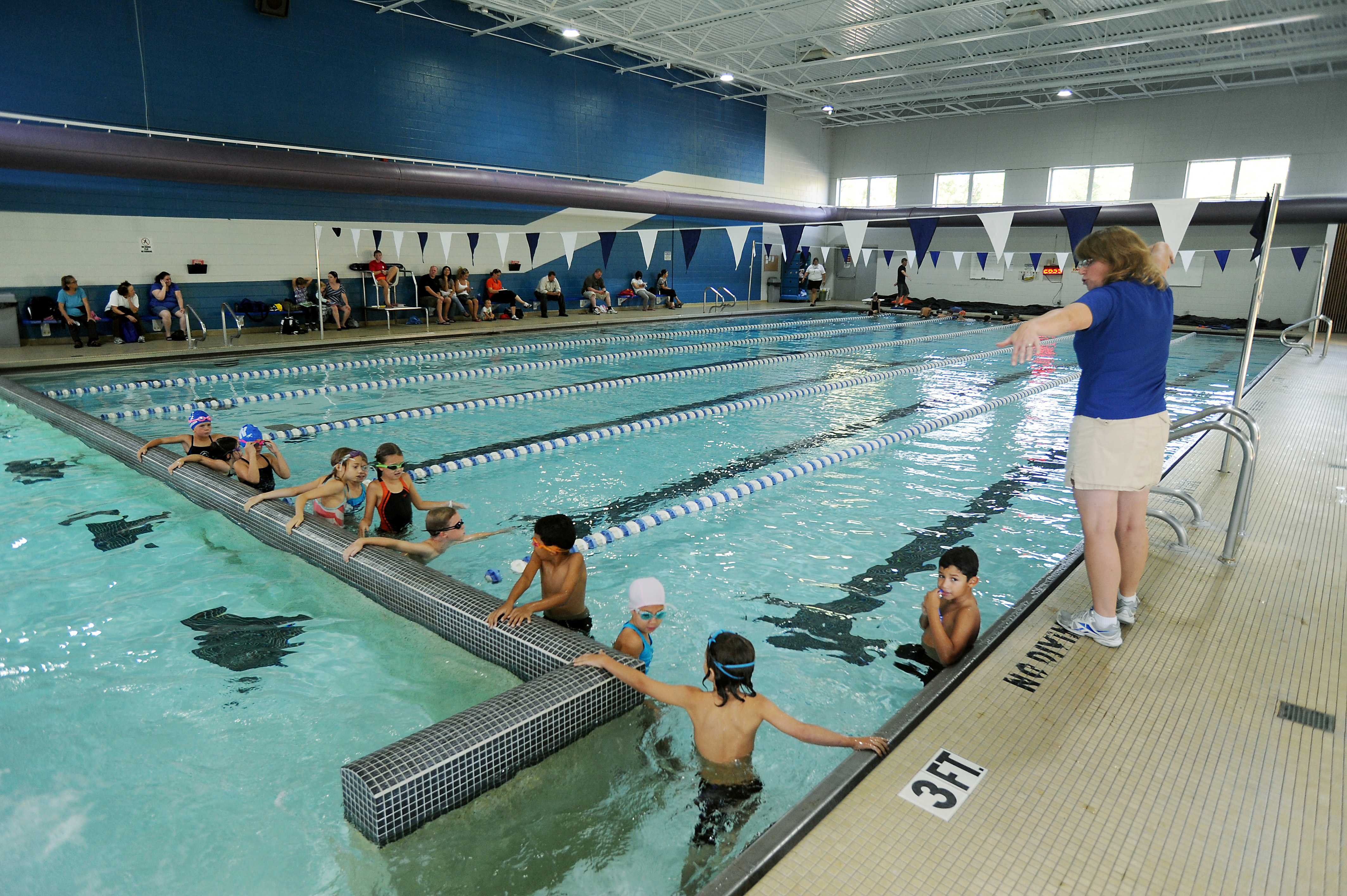 Charmant Mack Indoor Pool Is Open To The Public Starting In September.